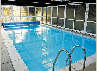 Luxury holiday cottage with a swimming pool in mid wales for Holiday cottages in wales with swimming pools